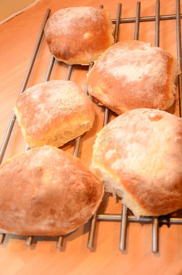 Frisches Brot heraus der Ofen stockfoto