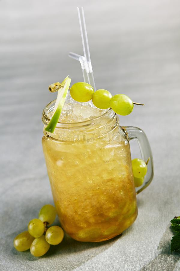 Frisches Cocktail des Sommers stockfotografie