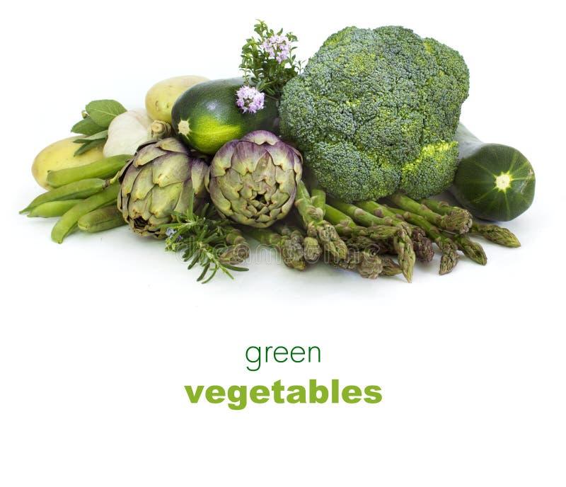 Frisches grünes Gemüse auf Weiß stockbild