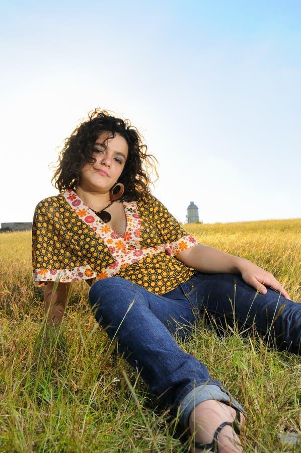 Frisches jugendlich auf dem Gras stockfotografie