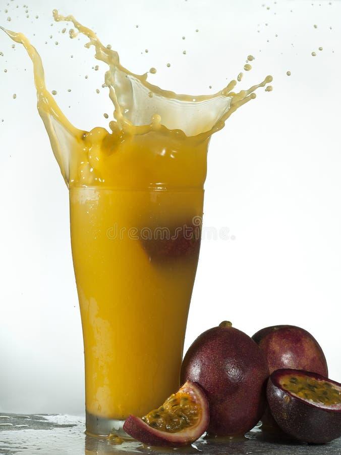 Download Frisches Maracujafruchtsaftspritzen Stockbild - Bild von sauber, saft: 96931813