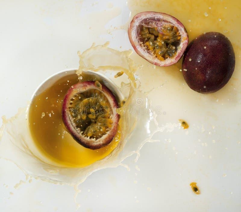 Download Frisches Maracujafruchtsaftspritzen Stockfoto - Bild von säure, frucht: 96934876