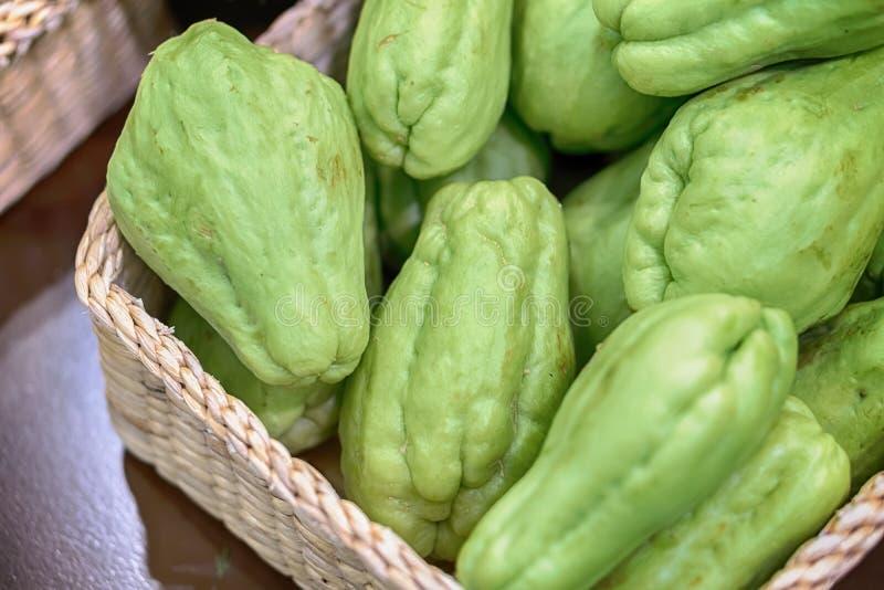 Frisches natürliches und organisch von den Chayotefrüchten lizenzfreie stockfotos