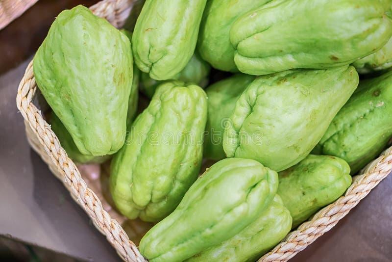 Frisches natürliches und organisch von den Chayotefrüchten lizenzfreie stockfotografie