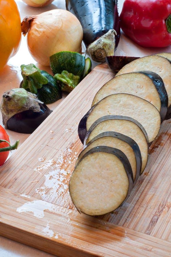 Frisches organisches Gemüse cuted lizenzfreies stockfoto