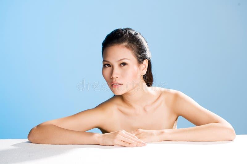 Frisches sauberes Gesicht der jungen Frau stockfotos