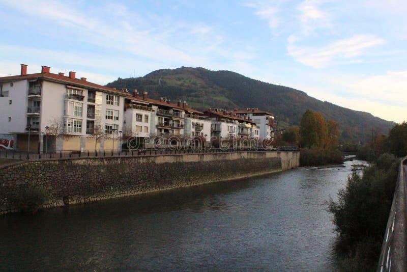 Frisches und kaltes Wasser von europäischem Fluss stockbild