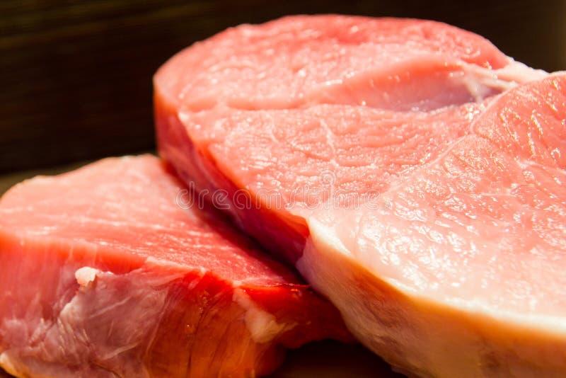 Frisches und saftiges gemarmortes Rindfleischsteak Kauf in der Fleisch Abteilung stockfotografie