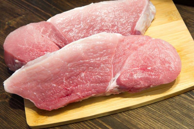 Frisches und saftiges gemarmortes Rindfleischsteak Kauf in der Fleisch Abteilung stockbild