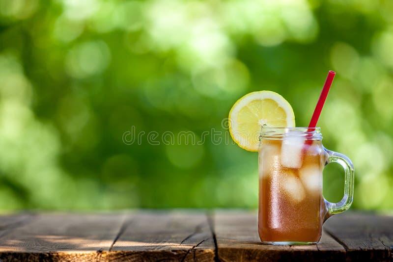Frisches Zitronen-Eistee stockfoto