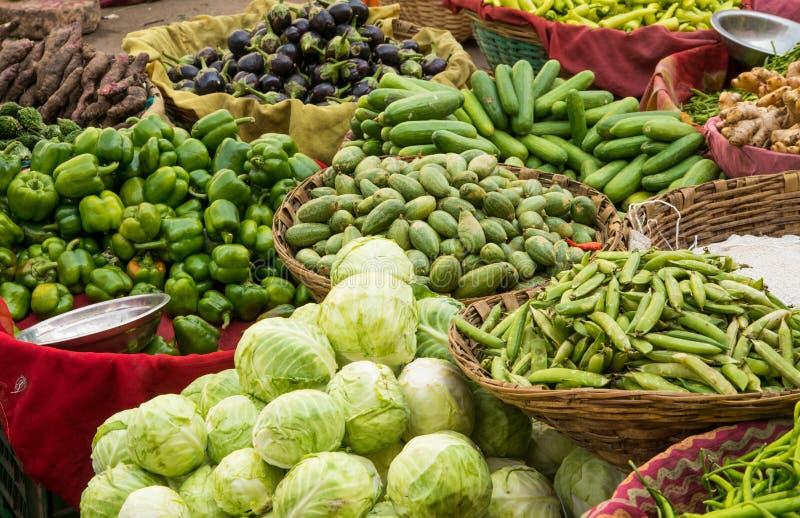 Frischgemüse auf indischem Markt stockfoto