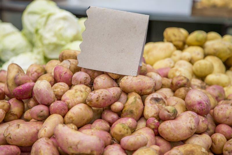 Frischgemüse auf Markt stockfoto
