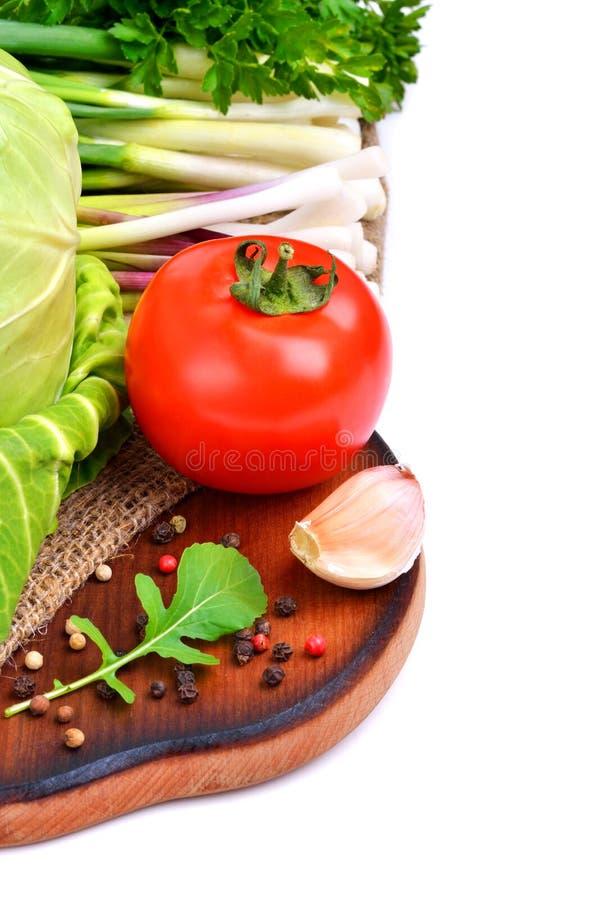 Frischgemüse, cabage, Tomaten, Gurke, Frühlingszwiebel, parsl stockbilder