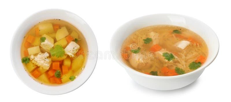 Frischgemüse Detoxsuppe mit Croutons im Teller auf Weiß stockfotos