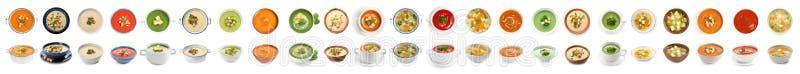 Frischgemüse Detoxsuppe mit Croutons im Teller auf Weiß lizenzfreie stockfotos