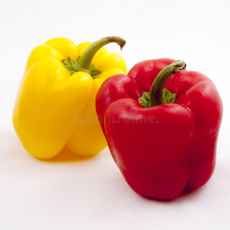 Frischgemüse drei süße Rote, gelb, Pfeffer lokalisiert auf weißem Hintergrund lizenzfreies stockfoto