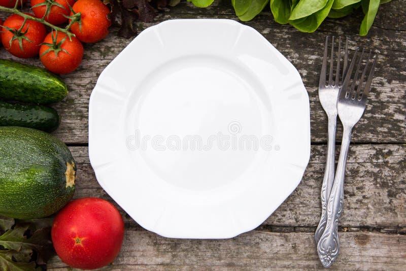 Frischgemüse für geschmackvollen strengen Vegetarier und Diät kochend oder Salat makin stockbilder
