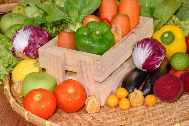 Frischgemüse organisch für gesundes stockfotografie