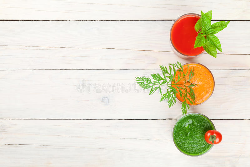 Frischgemüse Smoothie Tomate, Gurke, Karotte stockbilder