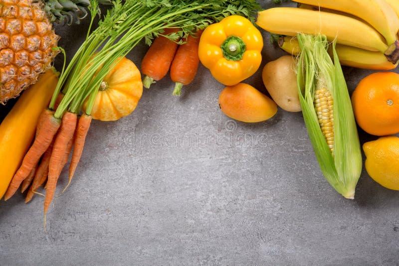 Frischgemüse und Früchte lizenzfreie stockfotografie