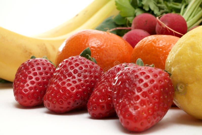 Frischgemüse und Früchte stockfotos