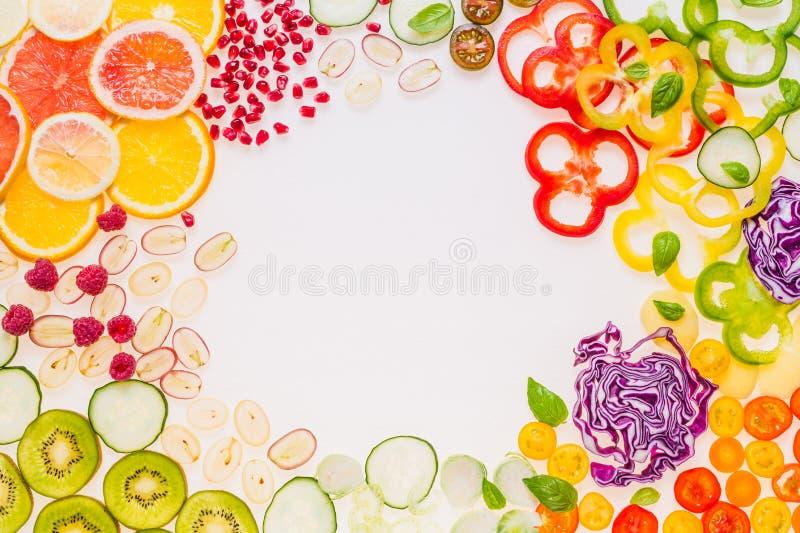 Frischgemüse- und Fruchtrahmen stockfotos