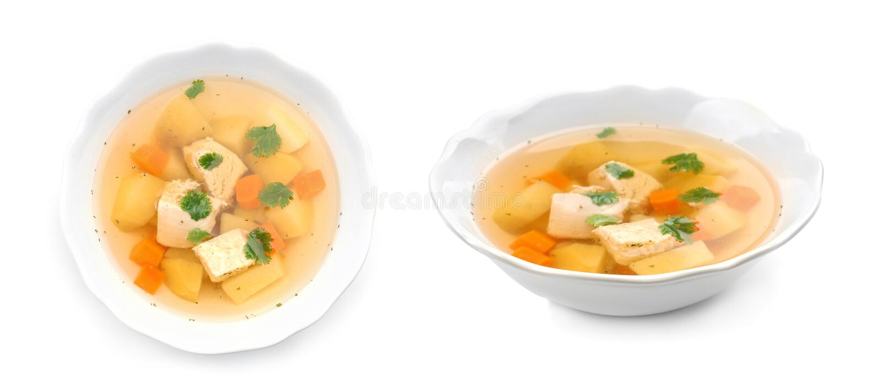 Frischgem?se Detoxsuppe mit Croutons im Teller lizenzfreie stockbilder