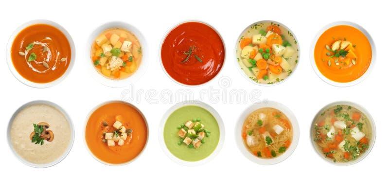Frischgem?se Detoxsuppe mit Croutons im Teller lizenzfreie stockfotografie