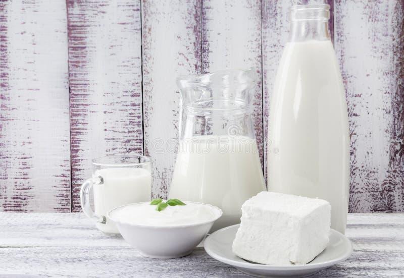 Frischkäsesauerrahm der Milch lizenzfreie stockfotos