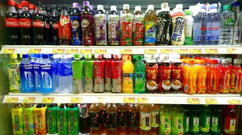 Frisdranken en Dranken in Supermarkt royalty-vrije stock fotografie