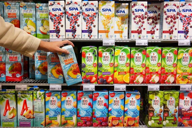 Frisdranken in supermarkt royalty-vrije stock afbeelding