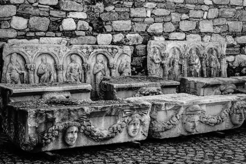 Frise antique avec le soulagement de la ville antique d'Afrodisias d'Aphrodisias dans Caria, Karacasu, Aydin, Turquie photographie stock libre de droits