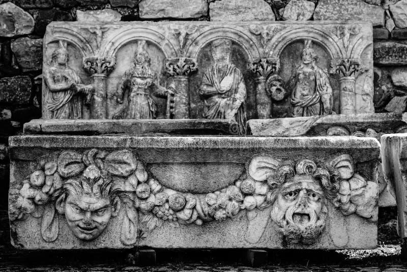 Frise avec le soulagement de la ville antique d'Afrodisias d'Aphrodisias dans Caria, Karacasu, Aydin, Turquie photographie stock libre de droits