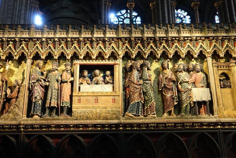 Frise découpée détaillée Notre Dame intérieure, Paris, France image stock