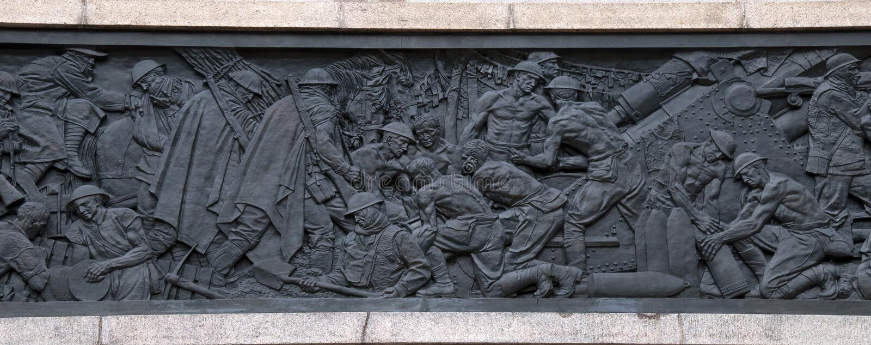 Frise en bronze dépeignant la guerre sur l'extérieur d'ANZAC Memorial en Hyde Park photo libre de droits