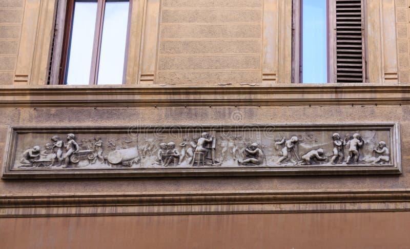 Frise sur le vieux mur photos libres de droits