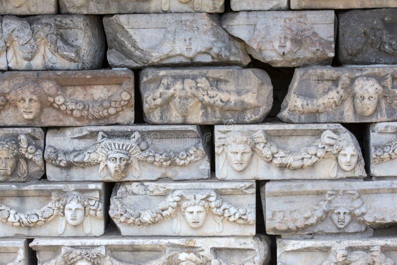 Frisos en el pórtico de Tiberius en Aphrodisias, Aydin, Turquía fotos de archivo libres de regalías