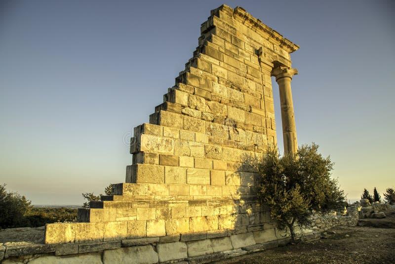 Fristad och tempel av Apollo Hylades, Kourion Amphitheare royaltyfri foto