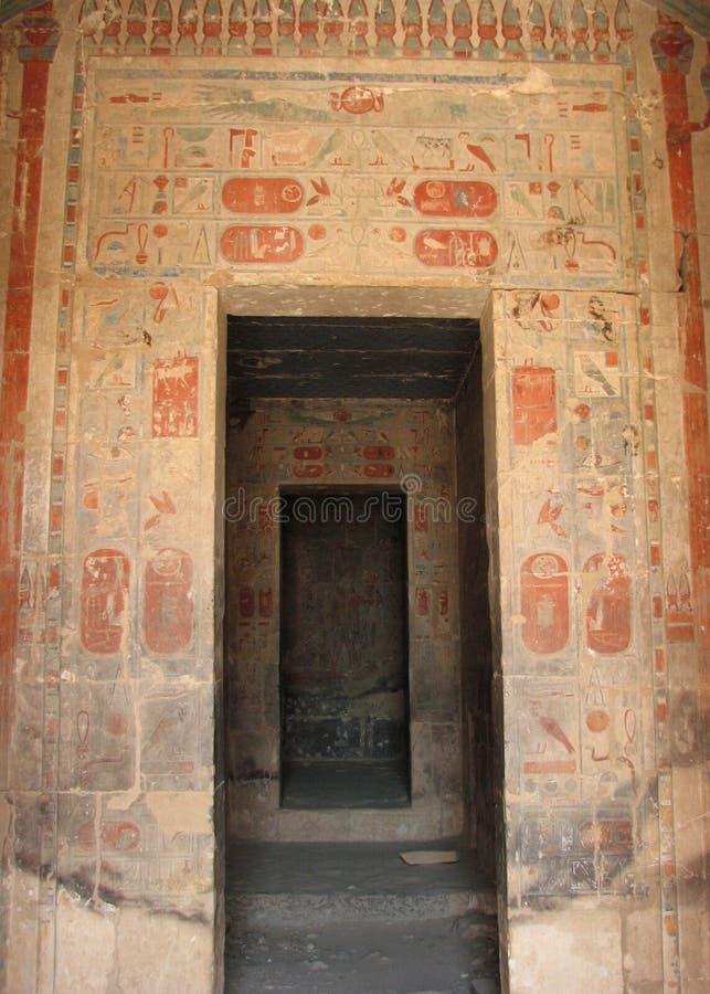 Fristaden av amonen, tempel av Hatshepsut, Egypten royaltyfri bild