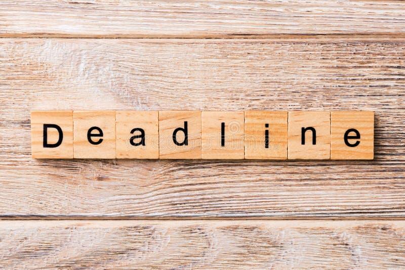 FRISTEN-Wort geschrieben auf hölzernen Block FRISTEN-Text auf Holztisch für Ihr Desing, Konzept stockfoto