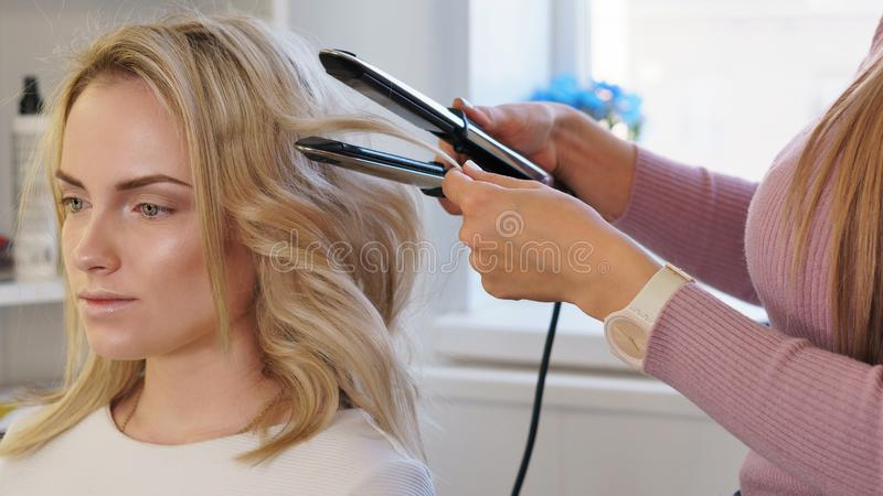 Frisurndienstleistungen lizenzfreie stockfotografie