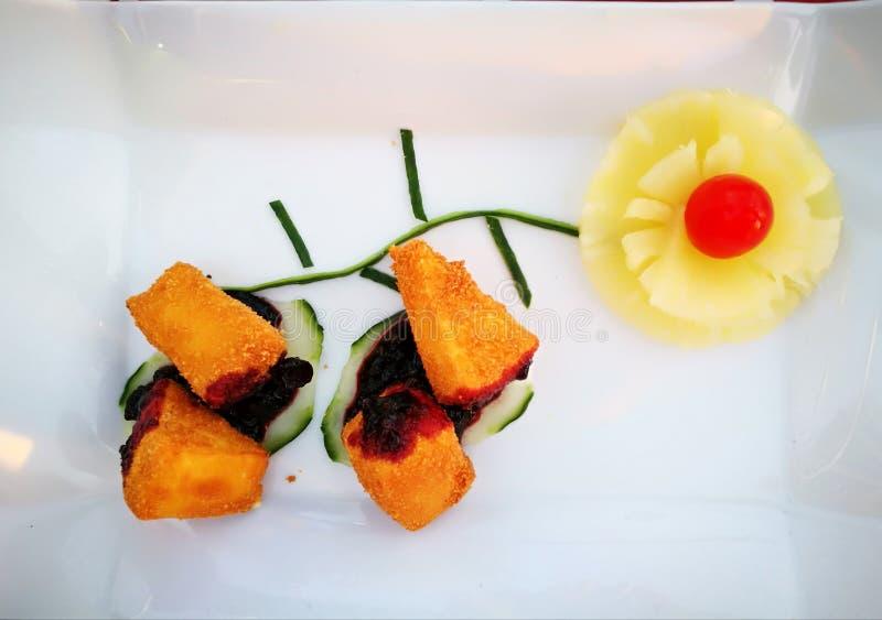Frita del camembert fotos de archivo