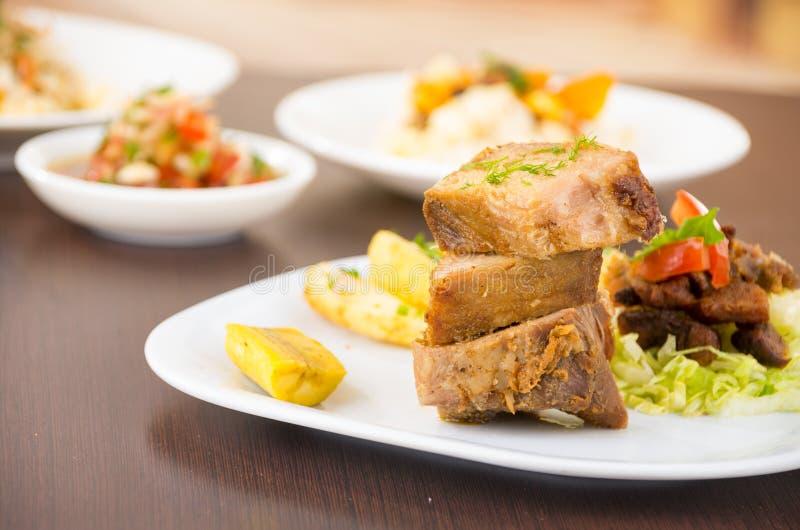 Fritada a fait frire la nourriture traditionnelle d'ecuadorian de porc photo stock