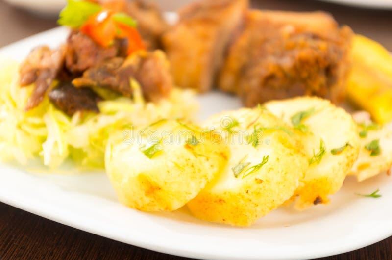 Fritada a fait frire la nourriture traditionnelle d'ecuadorian de porc images stock