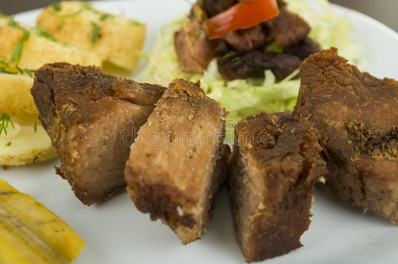 Fritada a fait frire le plat équatorien de porc photographie stock