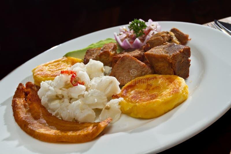 Fritada, gebraden varkensvlees, typisch Ecuatoriaans voedsel stock foto's