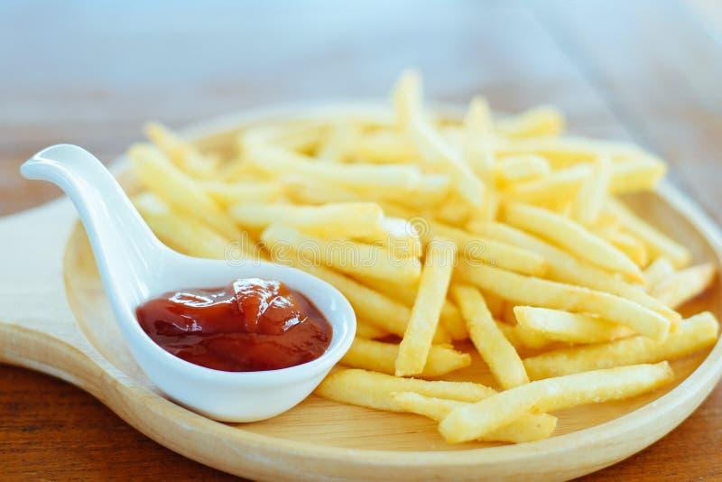 Fritadas do francês com ketchup imagem de stock