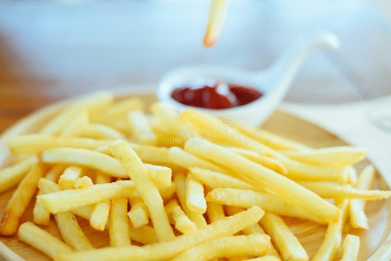 Fritadas do francês com ketchup fotos de stock royalty free
