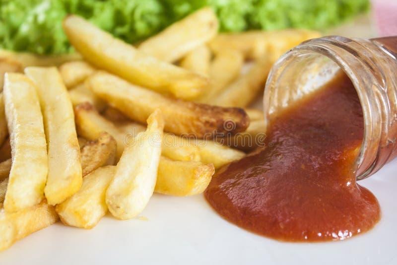 Fritadas e ketchup do francês foto de stock royalty free