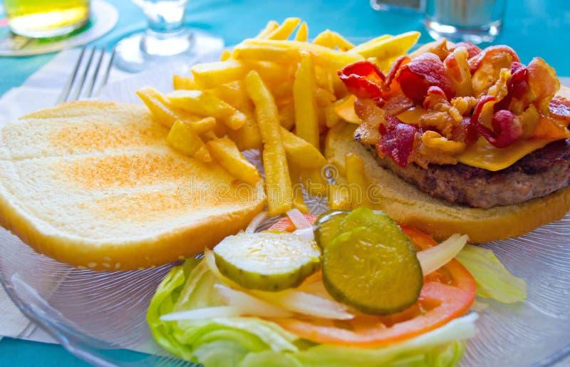 Fritadas molhando do Hamburger e do francês da boca imagem de stock